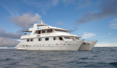 Ecuador tours - First-Class Galapagos Cruise | Seaman Journey